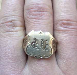 Gold Duma Signet Ring